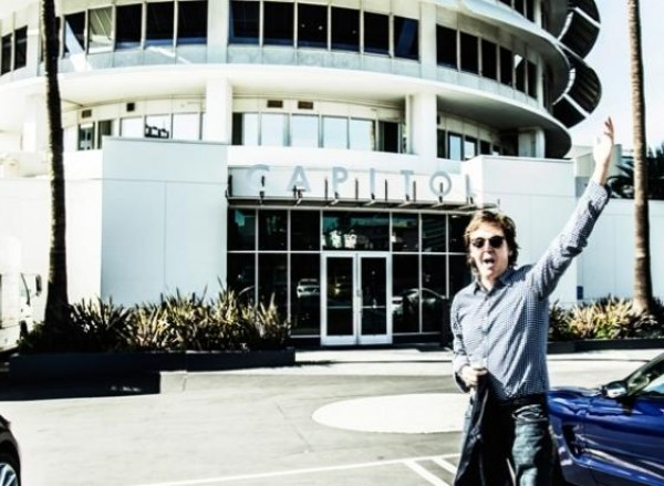 Paul McCartney firma con Capitol Records